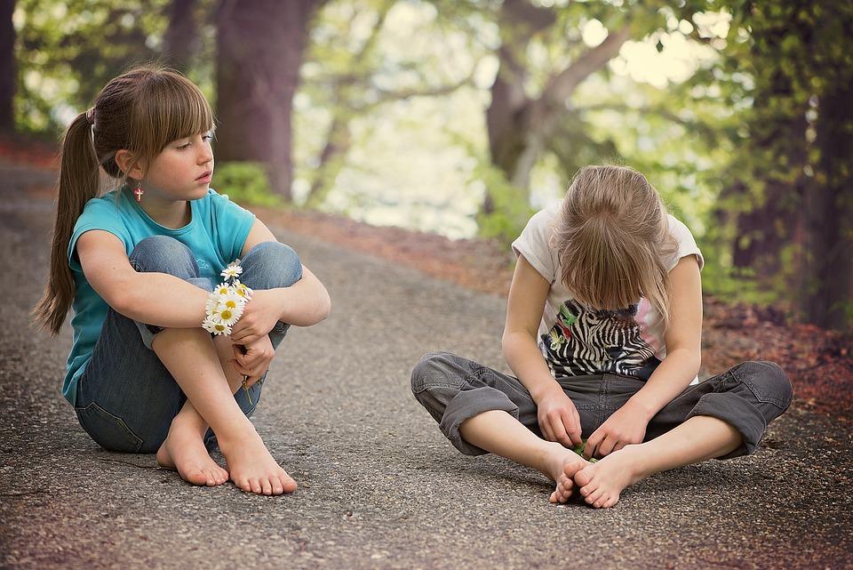 Lapset, Ihmisen, Tyttö, Istuu, Puhua, Tie, Pois, Luonto