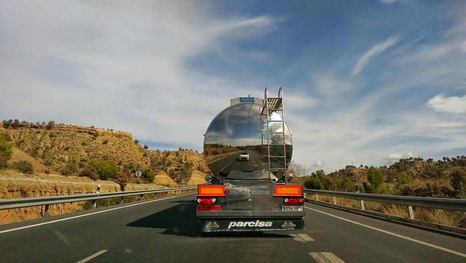 Truk, Mobil, Kendaraan, Muatan, Kecepatan, Refleksi
