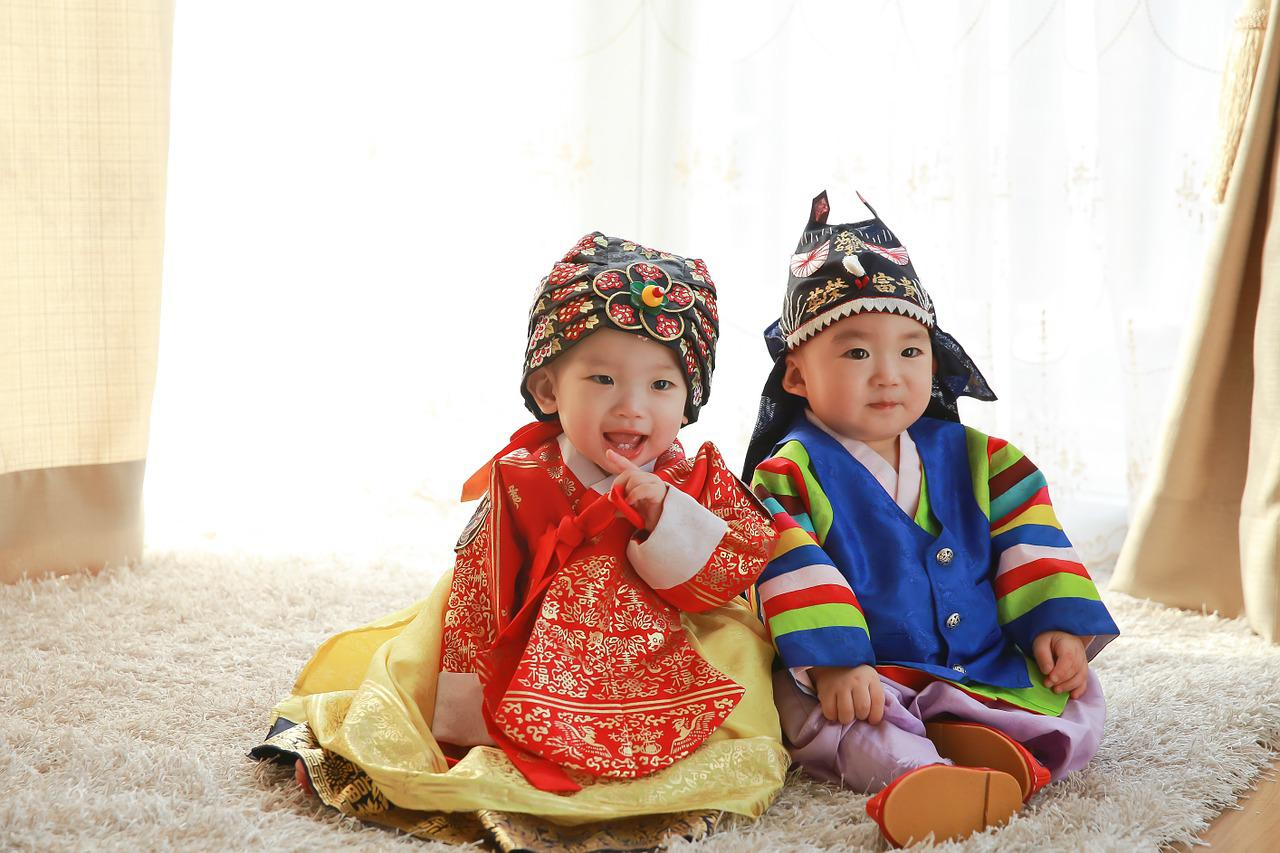Two children in Korean traditional dress.