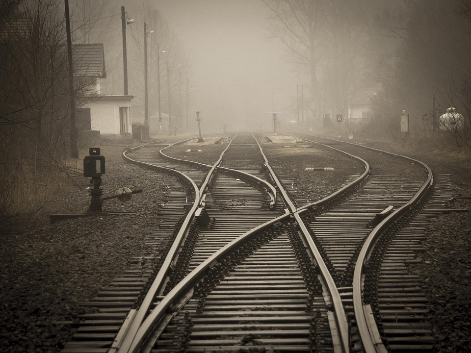 Vias, Train, Chemin De Fer, Par L'Intermédiaire, Trains