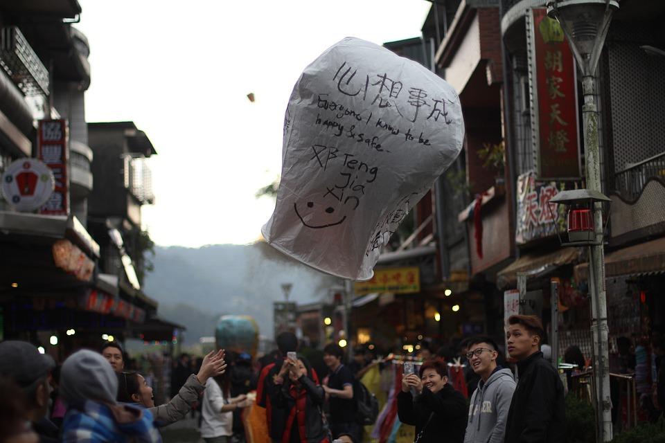 被誉为香港靓模仙女的性感周秀娜,火暴香港娱乐圈,