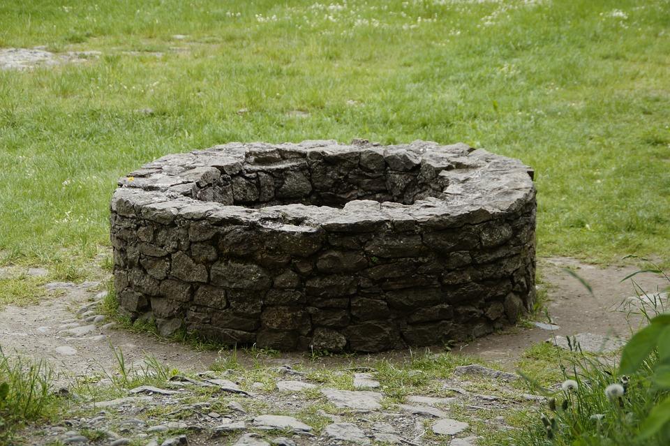 kostenloses foto  brunnen  alt  steinmauer  mauer