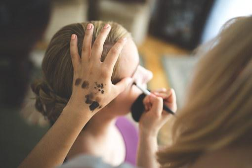 Conforman Maquillaje Artista Aplicar Mujer
