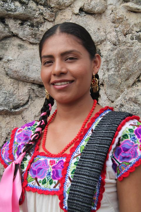 oaxaca women Buy this mexican women's blouse from san antonino oaxaca authentic mexican clothing made in mexico, hand embroidered with satin or cotton thread mimics silk, poplin (70% cotton, 30% polyester), traditional style.