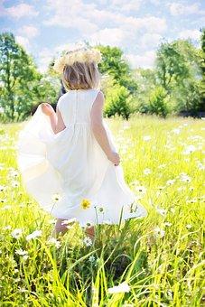 Kleines Mädchen, Gänseblümchen, Sommer