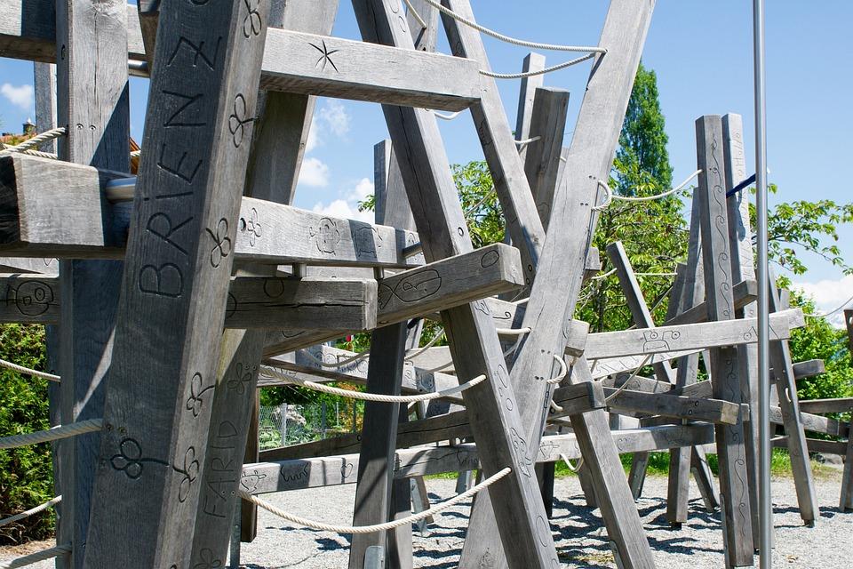 Klettergerüst Mit Seilen : Klettergerüst balken holz · kostenloses foto auf pixabay