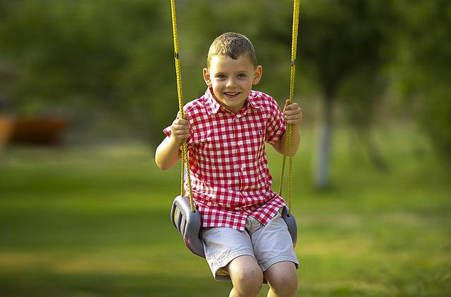 Free swinging pictures