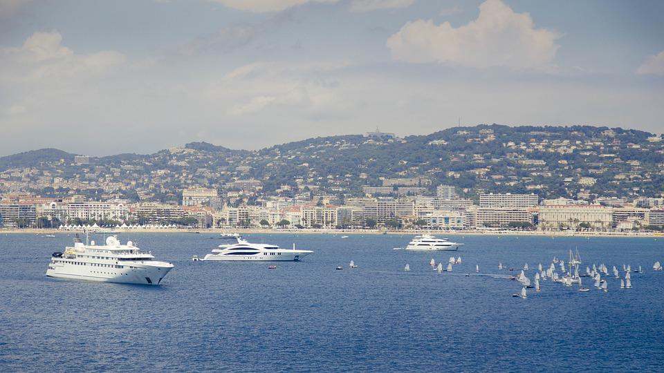 https://pixabay.com/photos/sea-boats-ship-travel-cannes-812653/
