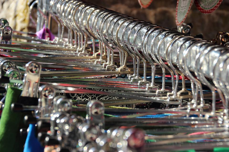 Kleider, Kleidung, Kleiderbügel, Bügel, Metall, Glänzen