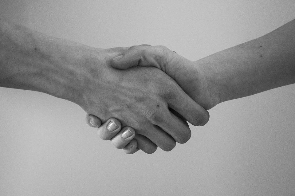 手, ご挨拶, 契約, 左手で握手