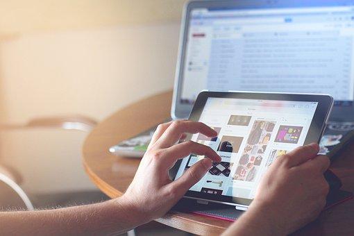 タブレット写真|KEN'S BUSINESS|ケンズビジネス|職場問題の解決サイト中間管理職・サラリーマン・上司と部下の「悩み」を解決する情報サイト