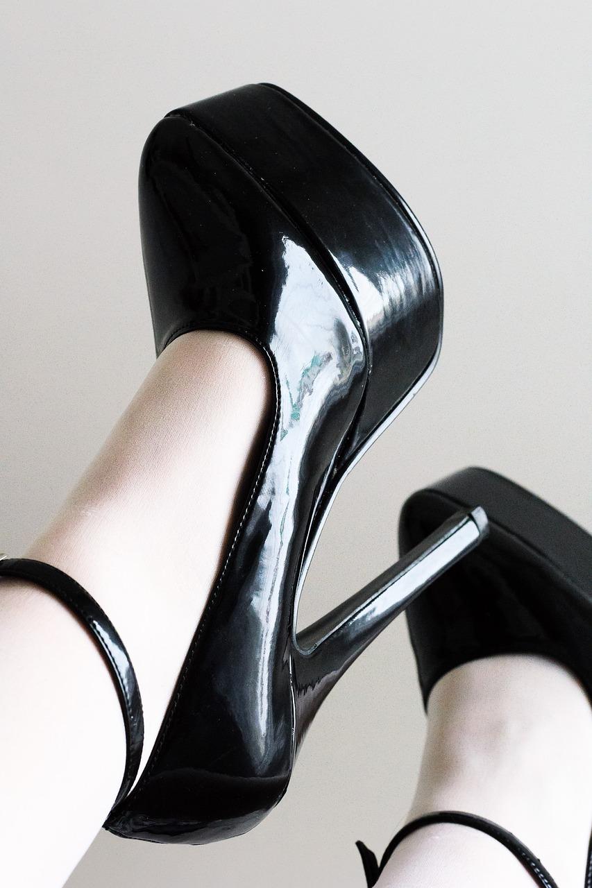 lizat-fetish-zhenskoy-obuvi-foto