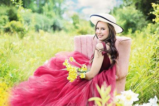 きれいな女性, 花, 黄色, フィールド, 女性, 若いです, 魅力的です, 夏