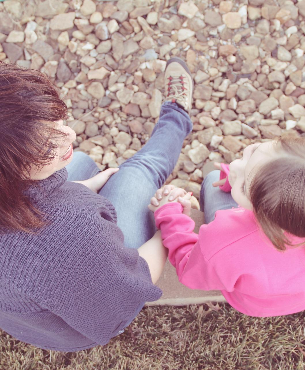 孩子牵手图片_孩子牵手设计素材_红动手机版