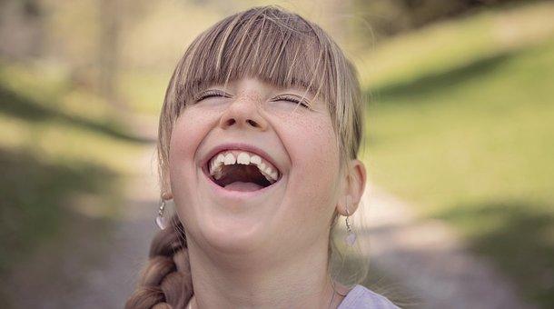 人, 人間, 子, 女の子, 顔, 笑う, 喜び, 大笑い, ブロンド, 外