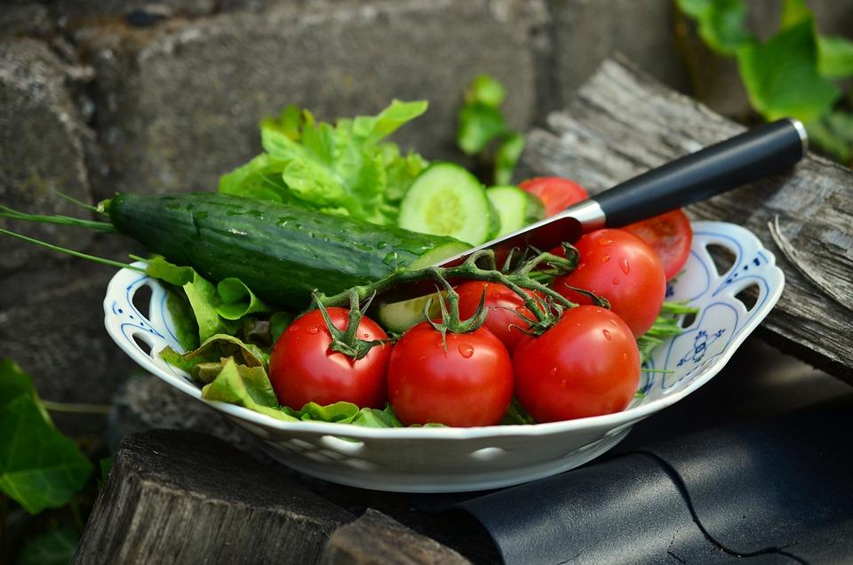 kostenloses foto tomaten gurken salat ernte kostenloses bild auf pixabay 836332. Black Bedroom Furniture Sets. Home Design Ideas