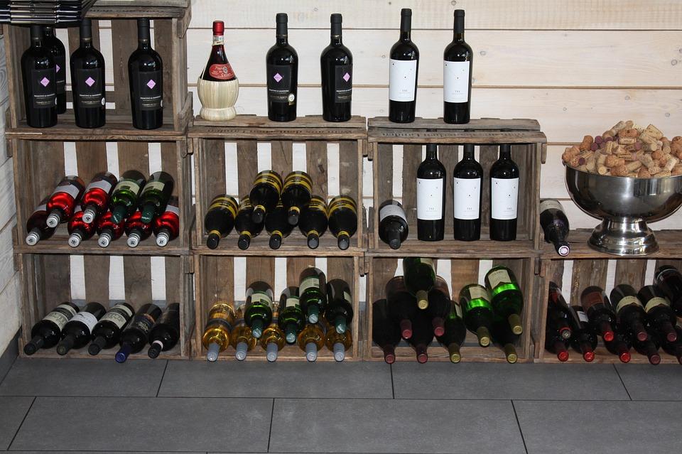 Vinst ll glasflaskor f r vin free photo on pixabay - Botelleros de madera rusticos ...