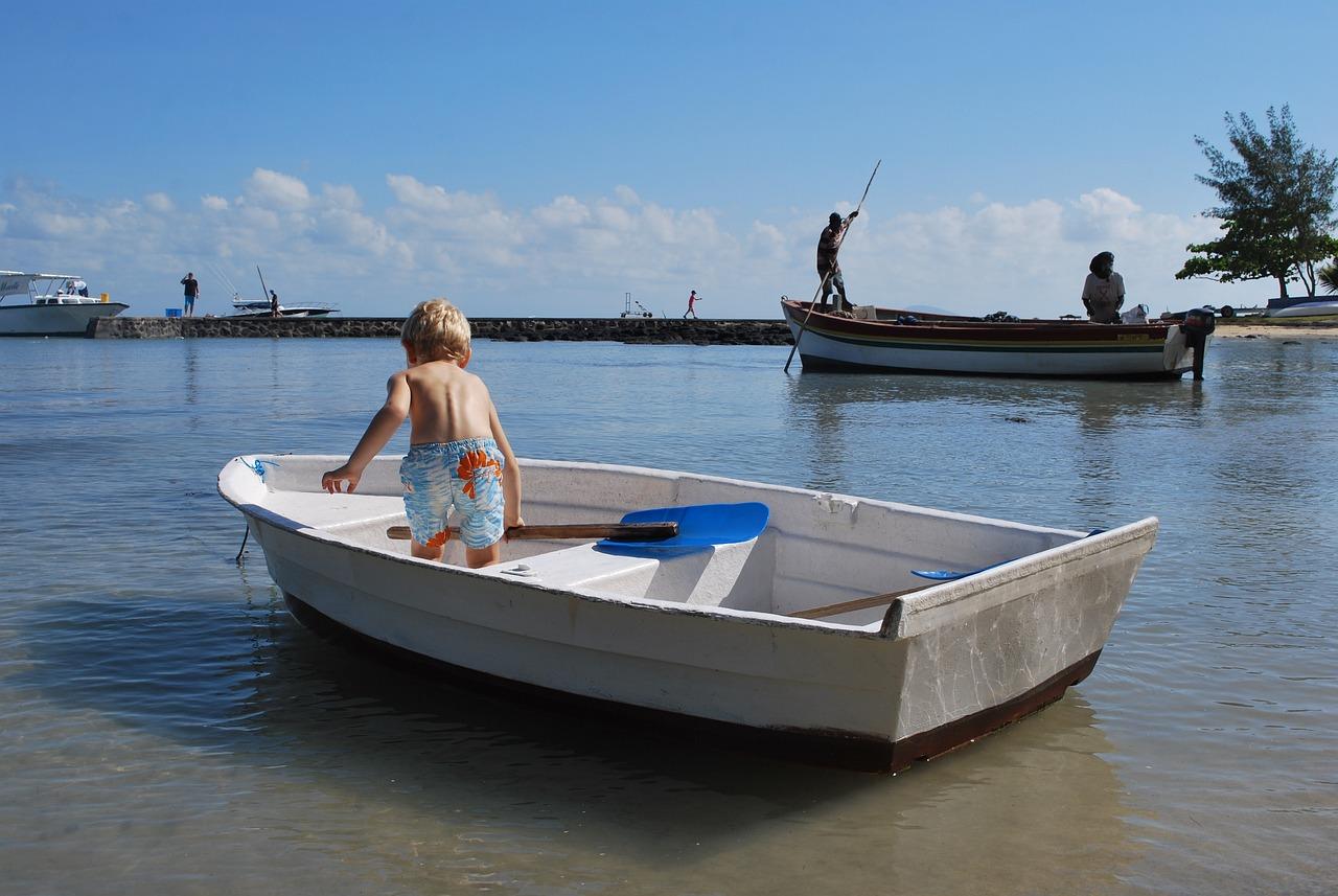 enfant bateau