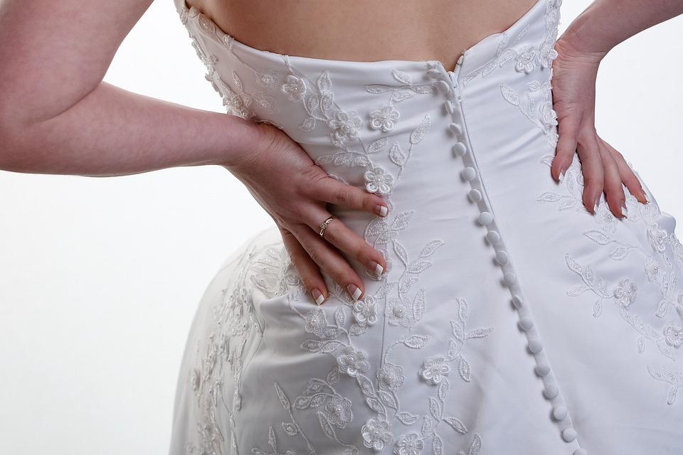Botones en vestido de novia