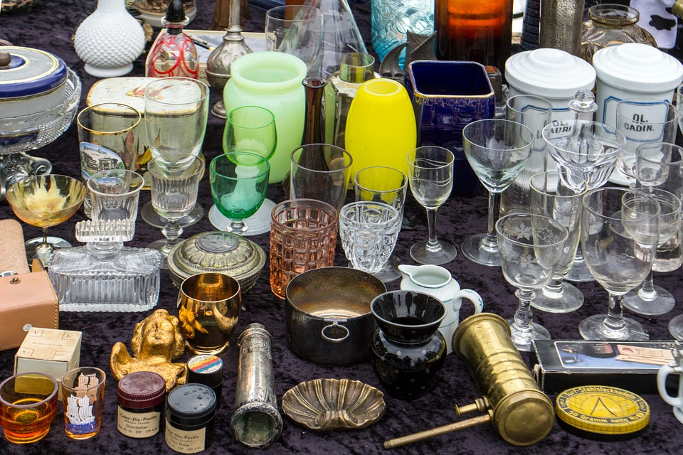 Flohmarkt, Stand, Becher, Gläser, Geschirr, Krimskram