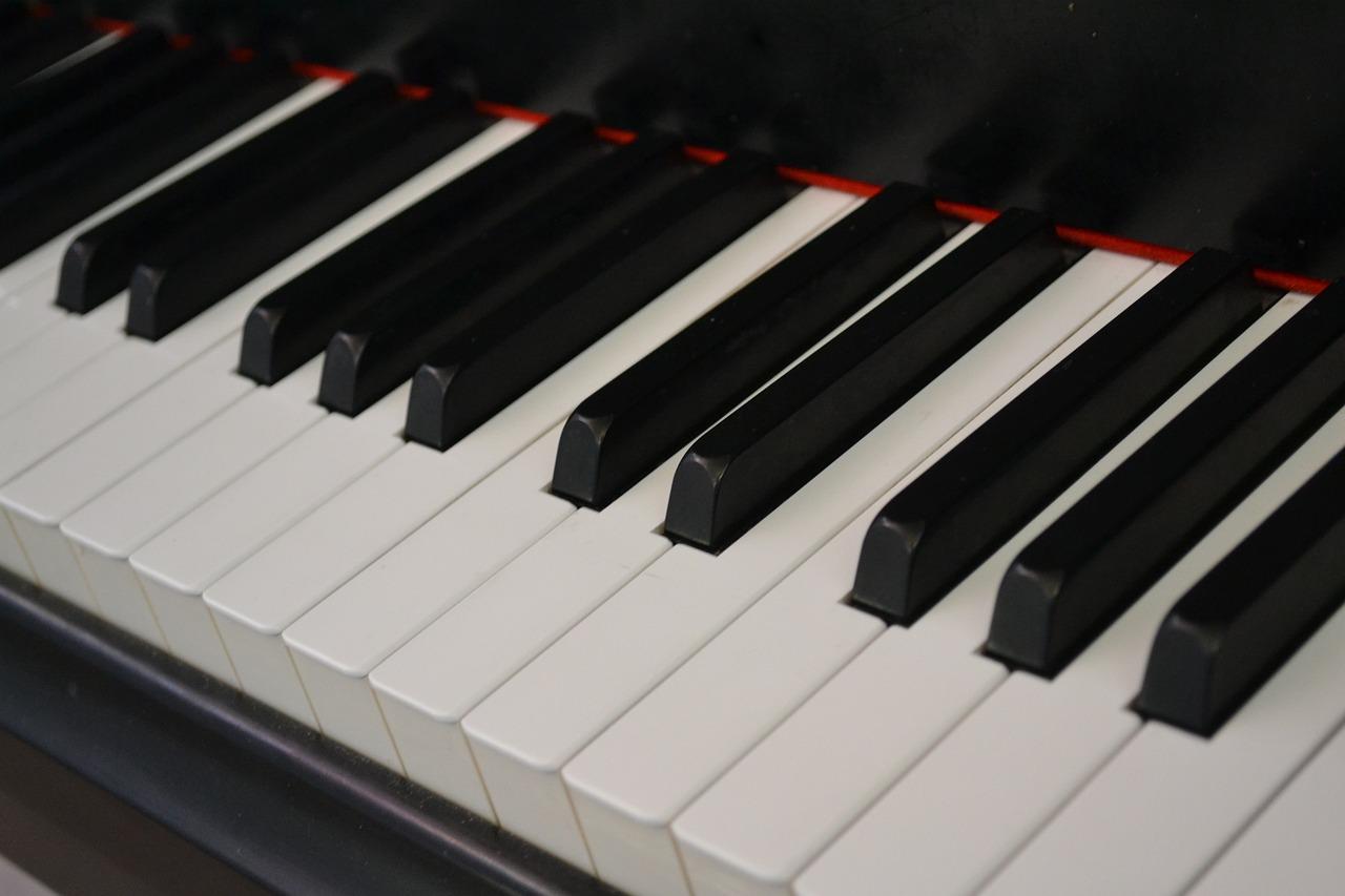 картинка клавиши фортепиано развелись