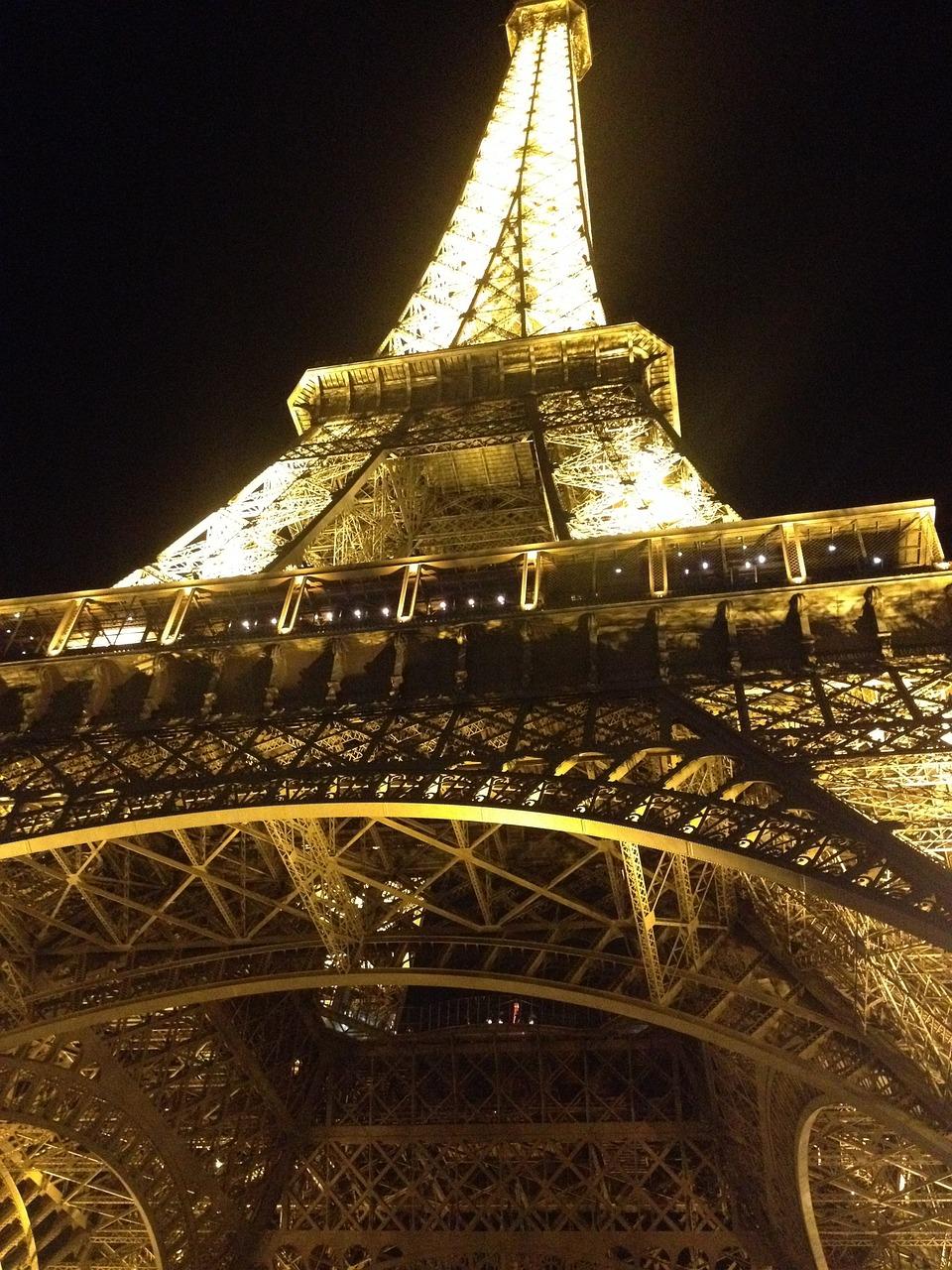 можно посыпать эйфелева башня фото ночью для телефона есть