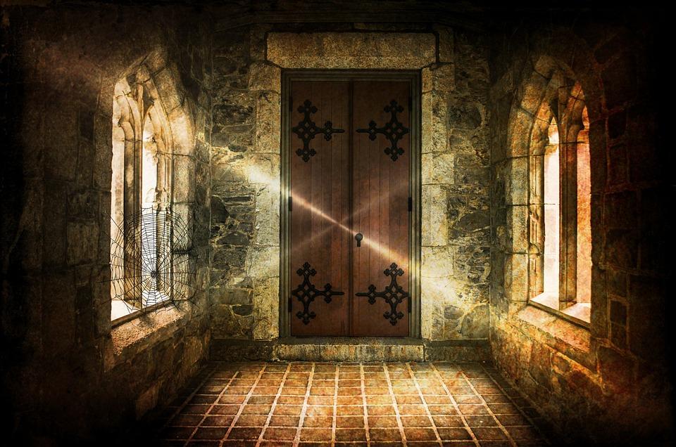 Привидениями Замка, Замок