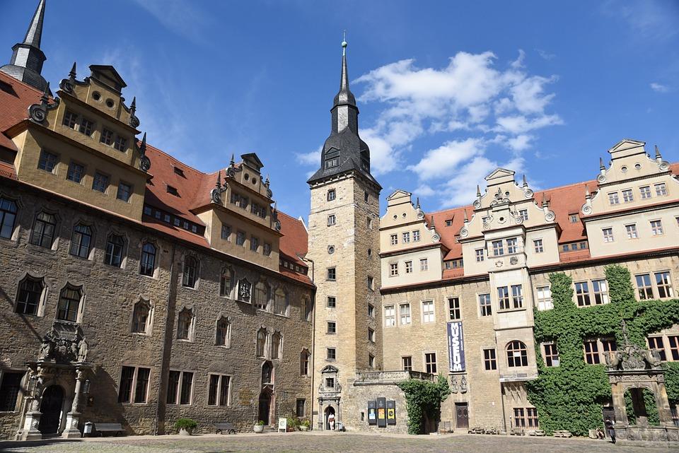 メルゼブルク城 夏 城 空 ドイツ 建物 アーキテクチャ 風景 緑 日当たりの良い 青