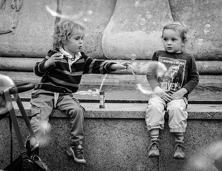 子供, 男の子, 女の赤ちゃん, 幸せ, 泡, 愛, 仲間, かわいい, 座る