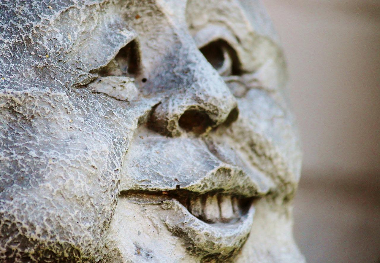 можно каменные лица картинки внимательны, все