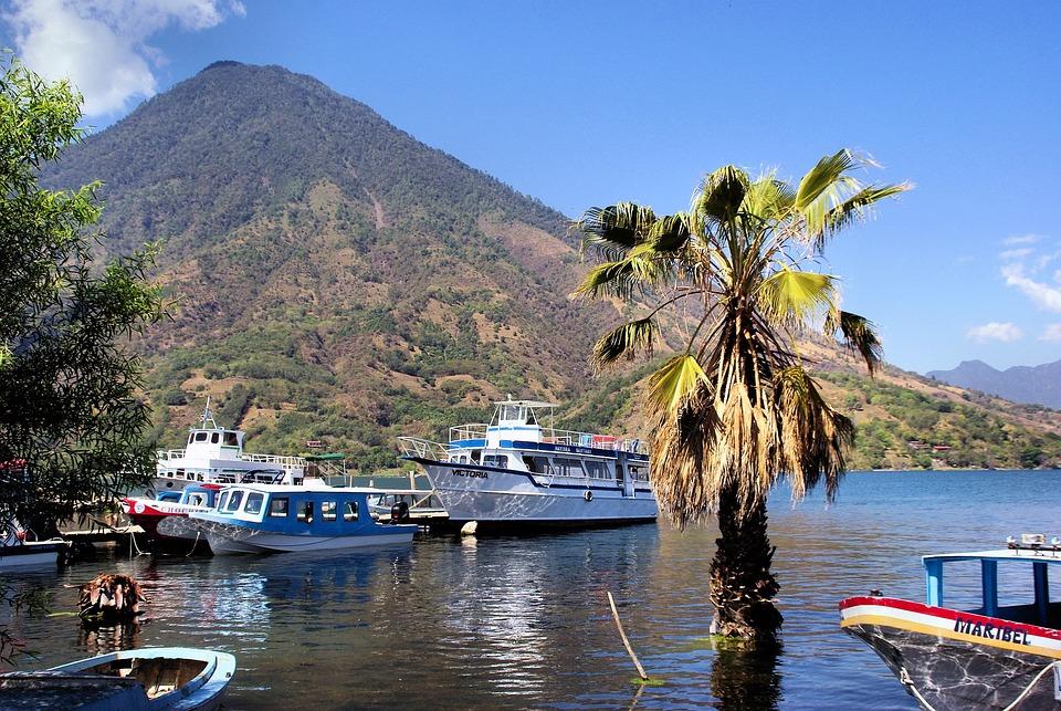 Lake Atitlán, Gwatemala, Wulkan, Łódź