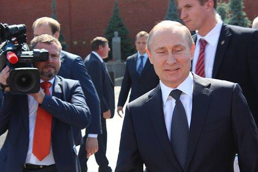Путин сажает протестующих в тюрьмы ужаса