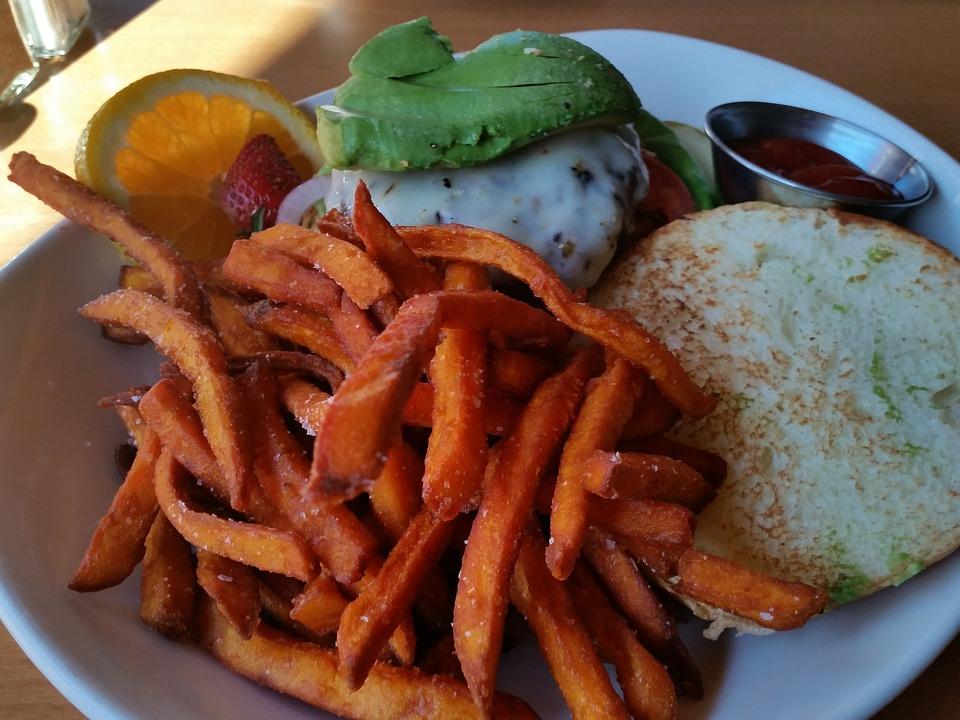 Avocado, Cheeseburger, Patate Dolci Fritte, Pomodoro