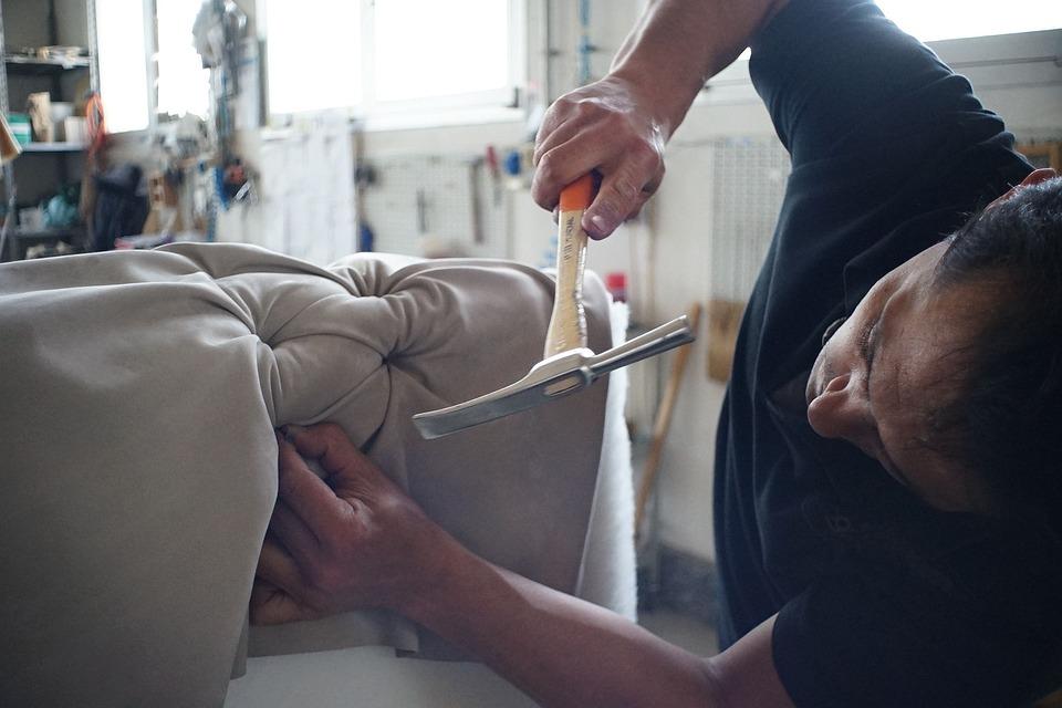 Merveilleux Artisan Sofa Manufacture Worker Handmade Furniture