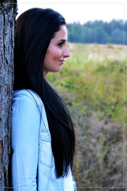 Mujer con pelo negro y ojos oscuro que bellesa - 2 6