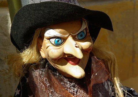魔女, 青い目, とがった鼻