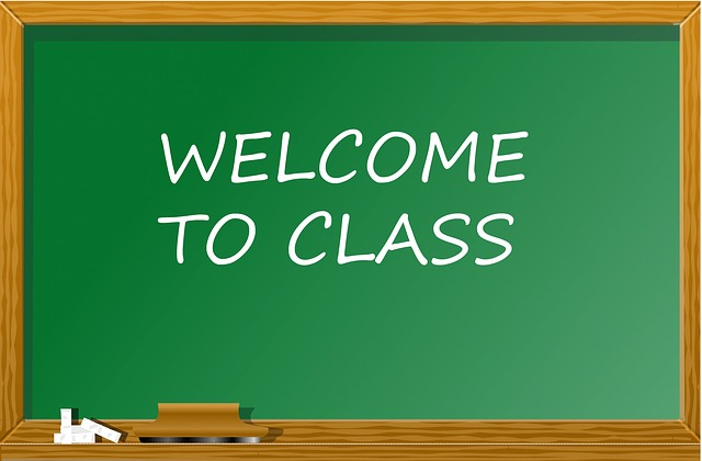 Classroom Welcome Design ~ Free illustration back to school classroom