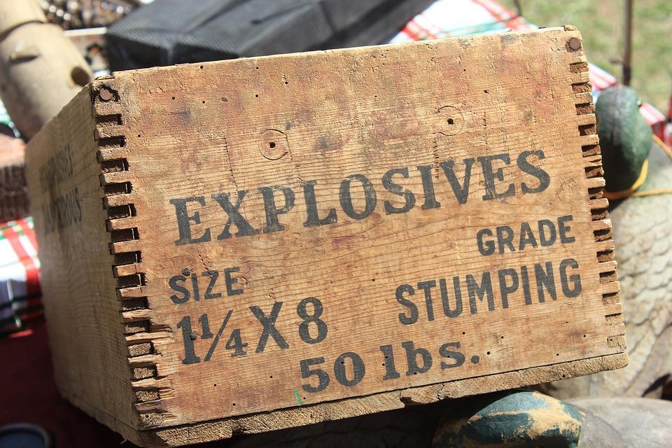 Kotak berisi bahan peledak