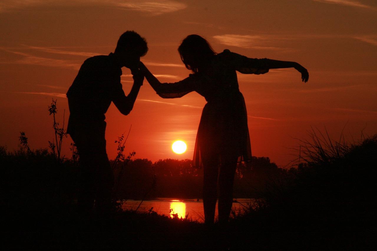 Влюбленные закат картинки