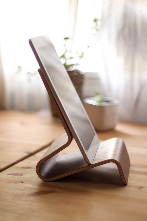 【最新】縦置きタブレットスタンドのおすすめ7選!身近なもので自作も可!のサムネイル画像