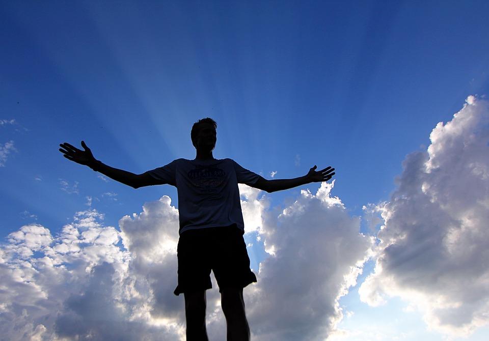 картинки люди на фоне неба маленький дружок