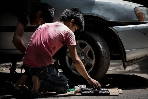 Trabajo Infantil Mecánico De Automóviles C