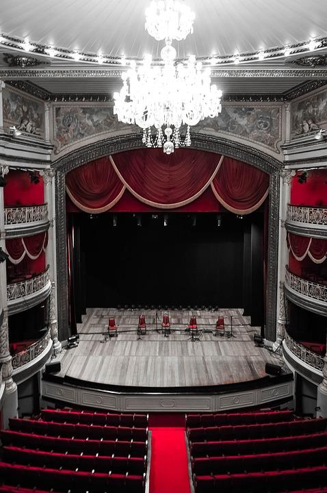 Etapie, Teatr, Z, Santa, Isabel