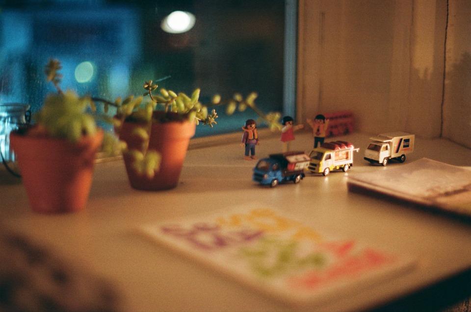 写真, カフェ, 雰囲気, 色味, 小物, おもちゃ, 鉢植え, 感性, 机, 装飾品, 車