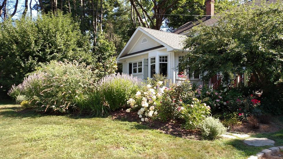 Къща, Пролетта, Входна Врата, Преден Двор, Бяло, Цветя