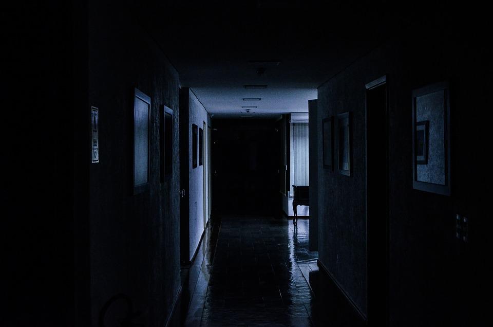 Foto gratis hall ufficio buio tenebre immagine - Fotos de pasillos de casas ...