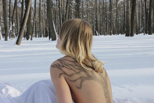 norske jenter sex naken i skogen