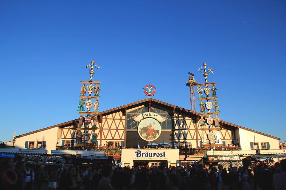 oktoberfest 968240 960 720 » 10 wunderschöne Reiseziele für ihren Urlaub in Deutschland
