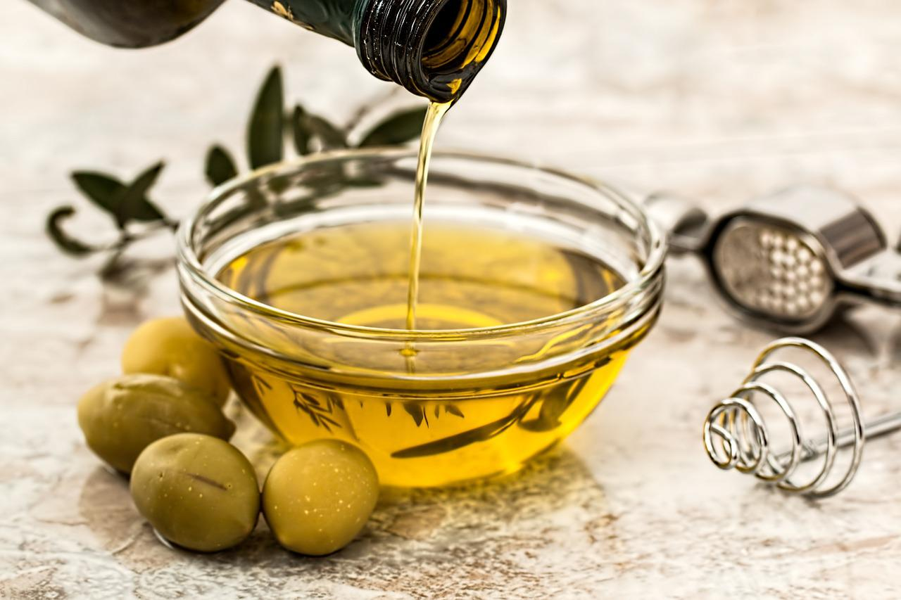Olive oil for stretch marks