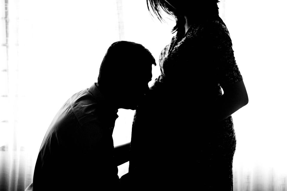 妊娠中, マタニティ, 胎児, 人, 妊娠, キス, 母, 女性, 期待してください, 親であること, 愛